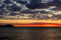 Alvorecer esplêndido da praia de Mundaka Fotos de Stock