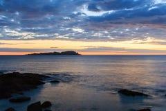 Alvorecer esplêndido da praia de Mundaka Fotos de Stock Royalty Free