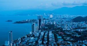 Alvorecer na cidade de Nha Trang da praia video estoque
