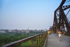 Alvorecer na ponte longa de Bien Imagens de Stock Royalty Free
