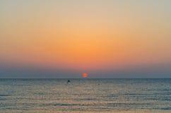 Alvorecer na praia. Fotografia de Stock