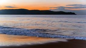 Alvorecer na praia Imagens de Stock Royalty Free