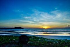 Alvorecer na praia do mar de Vietname Fotografia de Stock
