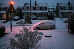 Alvorecer nevado no subúrbio fotografia de stock