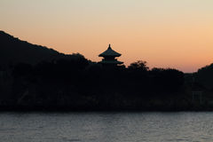 Alvorecer no mar de Seto Inland em Tomonoura fotos de stock