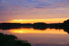 Alvorecer no rio de Neman Imagem de Stock