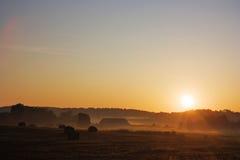 Alvorecer, paisagem rural imagem de stock