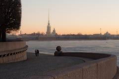 Alvorecer romântico em St Petersburg foto de stock