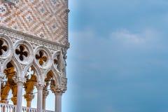 Alvorecer sobre o palácio dos doges no quadrado de St Mark de Veneza imagem de stock royalty free