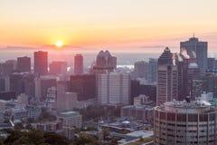 Alvorecer sobre a skyline de Montreal Imagem de Stock Royalty Free