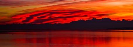 Alvorecer vermelho Fotografia de Stock Royalty Free