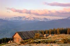 Alvorecer vermelho colorido nas montanhas Foto de Stock Royalty Free