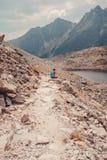 Alza en las altas montañas Fotografía de archivo