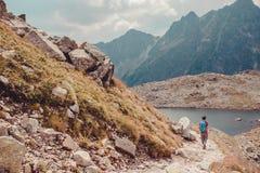 Alza en las altas montañas Fotos de archivo