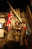 Alzando la bandiera alle figure di cera di ground zero Immagini Stock
