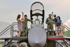 Alzandosi vicino con la visualizzazione statica F-15 Fotografie Stock