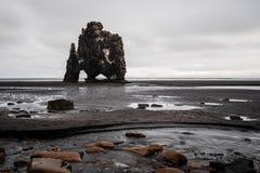 Aménagé en parc de la formation de roche de Hvitserkur, en Islande du nord Image stock
