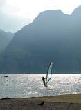 Aménage la série en parc - lac de garda - vague déferlante Photo libre de droits