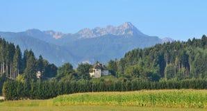 Aménagez en parc autour du village de Rosegg en Autriche dans la terre de image libre de droits