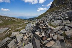 Aménagez en parc avec des roches près des sept lacs Rila, Bulgarie Images stock