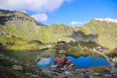 Aménagez en parc avec la maison de lac, vue de haute altitude Photo stock