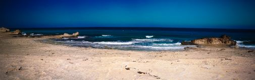 Aménagez en parc avec la nouvelle plage de Soyeenat de sable, Mersa Matruh, Egypte photographie stock
