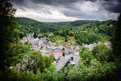Aménagez en parc avec la vue supérieure de la petite ville européenne Images libres de droits