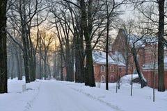 Aménagez en parc avec le pavillion d'Amirauté dans le jardin de Pushkin Images libres de droits