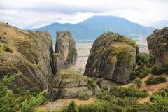 Aménagez en parc en mont Athos en Grèce, avec des roches, des bois et le ciel bleu Photo libre de droits