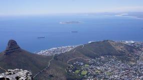 Aménagez en parc, vue de Cape Town et l'Océan Atlantique de la montagne Images stock