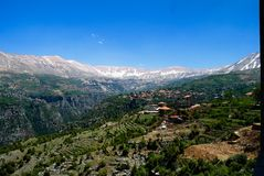 Aménagez la vue en parc aux montagnes et à la vallée sainte de Kadisha Valley aka, Liban Photo stock