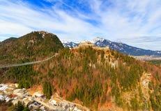 Aménagez la vue en parc des Alpes avec le pont de Highline 179 et les ruines d'Ehrenberg Reutte, Tyrol, Autriche Image libre de droits