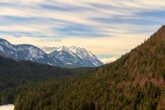 Aménagez la vue en parc des Alpes du pont de Highline 179 Reutte, Tyrol, Autriche Image libre de droits