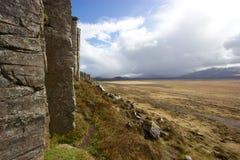 Aménagez la vue en parc des colonnes de basalte de Gerðuberg en Islande occidental Image stock