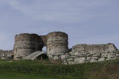 Aménagez la vue en parc des ruines du château de Beeston Images libres de droits