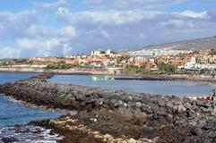 Aménagez le paysage en parc de Costa Adeje avec des hôtels, Ténérife Images libres de droits