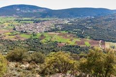 Aménagez le village en parc avec des maisons en vallée de la Grèce Photographie stock libre de droits