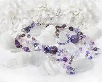 Améthyste et collier de cristaux Photos libres de droits