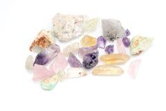Améthyste semi-précieuse de gemme de pierres gemmes brutes Image libre de droits