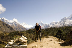 ama dablam尼泊尔trekker 免版税库存图片