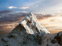 Ama Dablam στον τρόπο στο στρατόπεδο βάσεων Everest Στοκ εικόνα με δικαίωμα ελεύθερης χρήσης