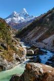 Ama Dablam bergsikt i Nepal arkivfoton