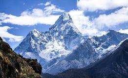 Ama Dablam det mest spektakulära maximumet på den Everest regionen arkivfoton
