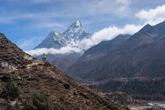 Ama Dablam halny szczyt, ikonowy szczyt Everest regionu wędrówka, Ne Zdjęcie Royalty Free
