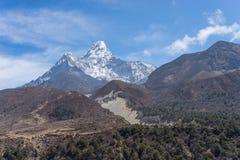 Ama Dablam halny szczyt przy Pangboche wioską, Everest region Zdjęcie Stock