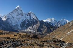 Ama Dablam halny szczyt w ranku, Kongma losu angeles przepustka, Everest r Zdjęcie Stock