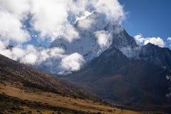 Ama Dablam halny szczyt za trekkers w Everest regionu trekk Obraz Royalty Free