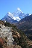 Ama Dablam stupa 免版税库存照片