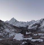 Ama dablam szczyt i Everest podstawowy obóz wędrówka w himalajach Fotografia Stock