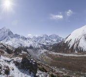 Ama Dablam szczyt i Pheriche dolina na Everest podstawowego obozu wędrówce Fotografia Stock